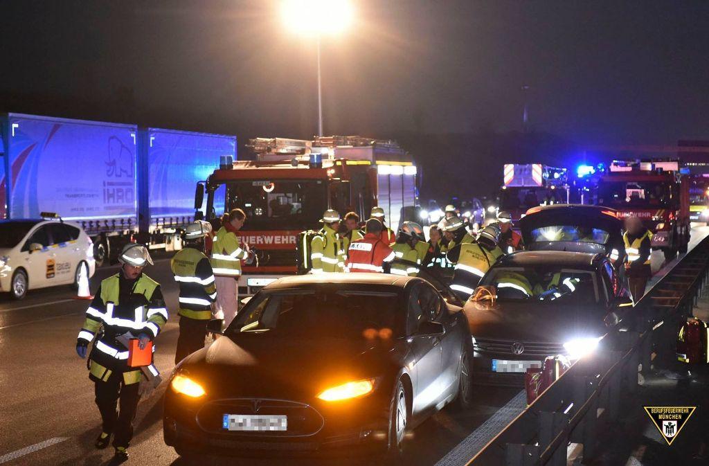 Am Montag hatte sich der Unfall auf der A9 ereignet. Foto: Facebook Feuerwehr München