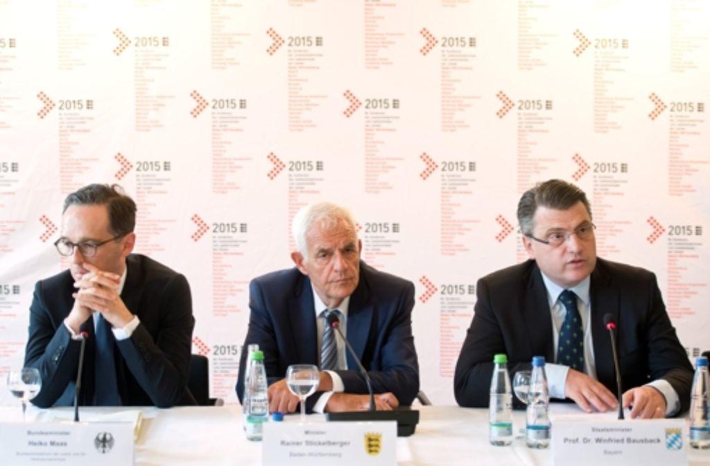 Justizminister unter sich: Heiko Maas (Bund), Rainer Stickelberger (Baden-Württemberg) und Winfried Bausbach (Bayern) Foto: dpa