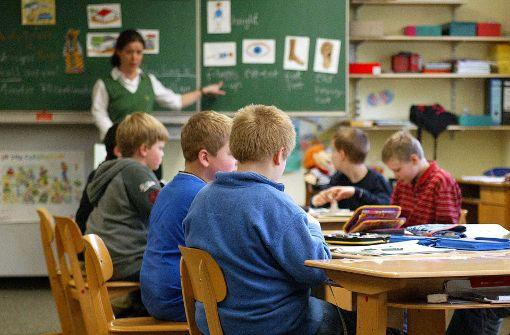 Mit einem späteren Start der ersten Fremdsprache soll der Lehrermangel in Baden-Württemberg bekämpft werden. Foto: dpa
