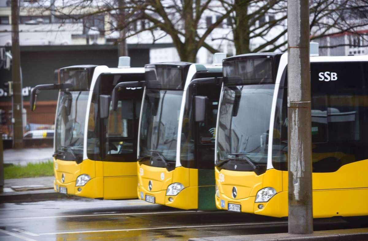 Die Busse der SSB, die nun auch unter der Woche nachts fahren sollten, bleiben wegen den Auswirkungen von Corona vorerst im Depot. Foto: Lichtgut/Max Kovalenko