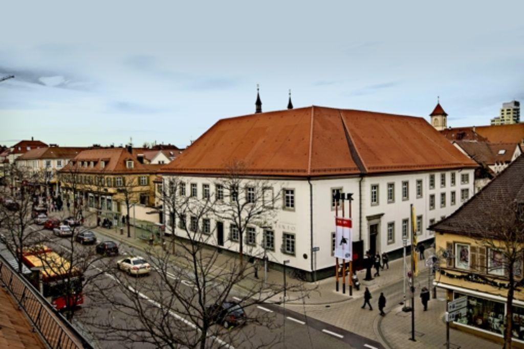 Museum oder Garnisonsgebäude?  Der Kunstverein und der Cafébetreiber wollen knalligere Hinweise auf das  MIK. Foto: factum/Weise