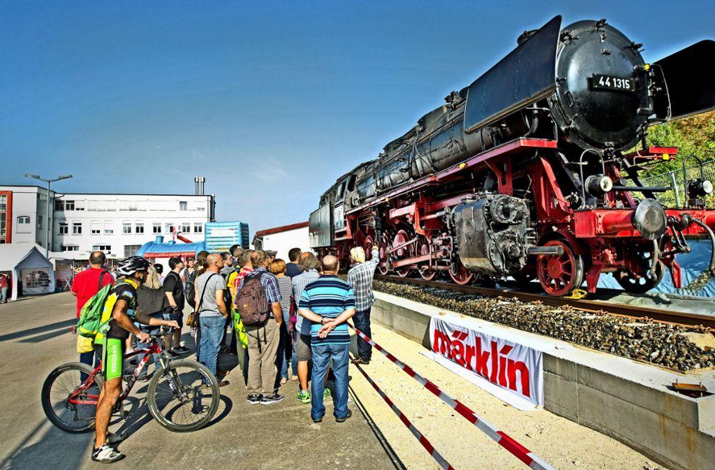 Die neue Attraktion bei Märklin ist eine original Güterzuglok der Baureihe 44. Sie stammt aus Kornwestheim und steht in Göppingen als Dauerleihgabe. Foto: Horst Rudel