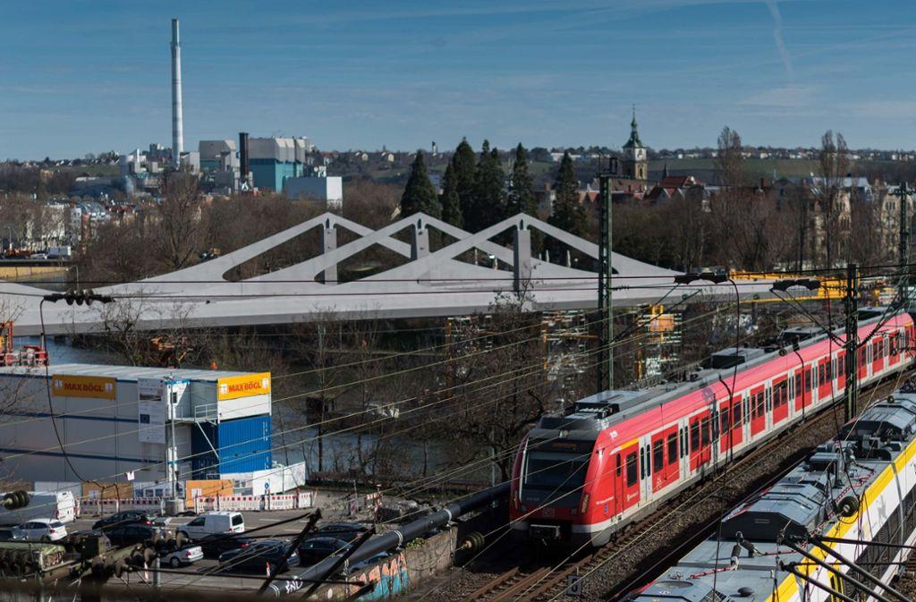 Der Bau von Stuttgart 21 macht Fortschritte. Über dem Neckar bei Bad Cannstatt zeichnet sich die neue Brücke ab. Foto: Lichtgut/Max Kovalenko