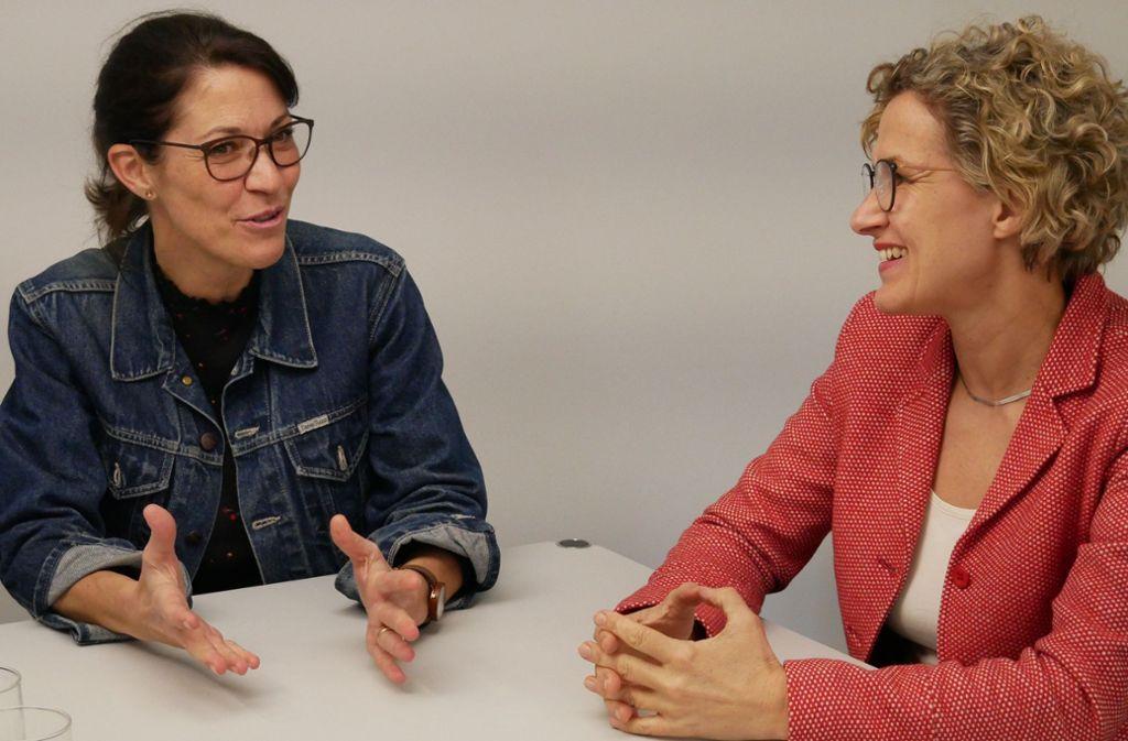 Susanne Schreiber (links), hier im Gespräch mit Eva Noller, Baubürgermeisterin in Leinfelden-Echterdingen, will Filderstadt wieder verlassen. Foto: Eileen Breuer