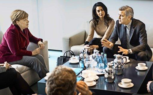 Lob für die Kanzlerin: George Clooney mit  Frau Amal im Kanzleramt. Foto: Bundespresseamt