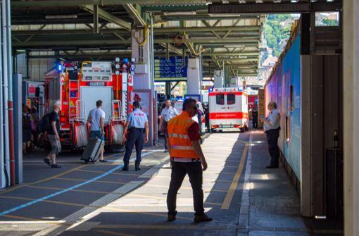 Wer hat die Reisende vom Bahnsteig gedrängt?