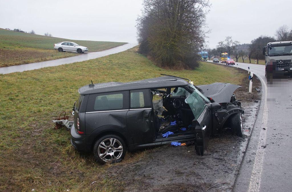Die Fahrerin des Mini starb noch an der Unfallstelle. Foto: SDMG/Dettenmeyer