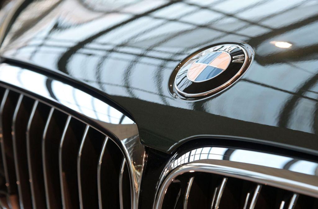 Unbekannte haben aus fünf BMW Lenkräder und teilweise Bordcomputer gestohlen. Foto: dpa