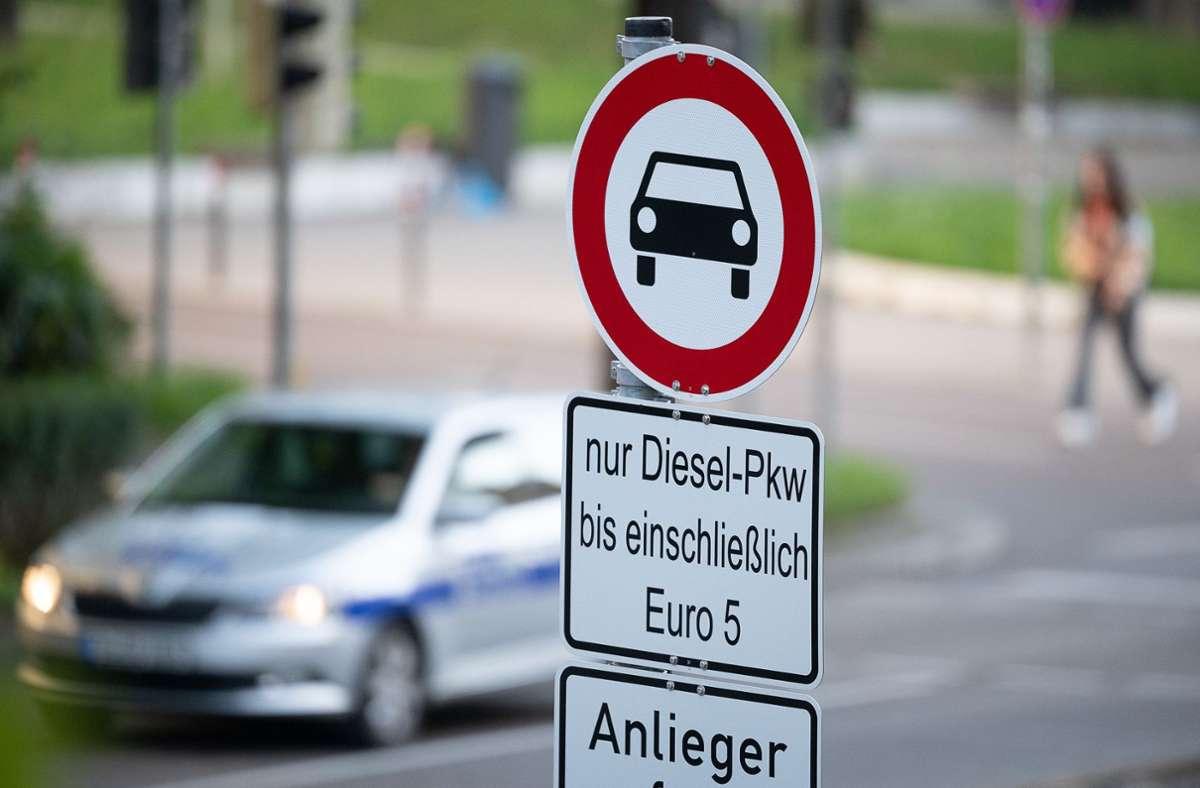 In Stuttgart droht die flächenhafte Aussperrung von Dieselfahrzeugen mit Euronorm 5. Die Luftqualität hat sich in diesem Jahr bisher deutlich verbessert. Foto: dpa/Sebastian Gollnow