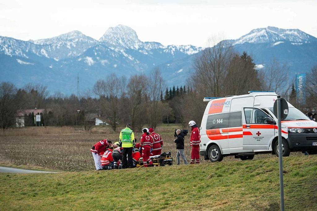 Bei einem Zugunglück in der Nähe von Bad Aibling (Landkreis Rosenheim) sind am Dienstagmorgen mehrere Menschen ums Leben gekommen. Auch aus Österreich kam Unterstützung durch Rettungskräfte. Foto: dpa