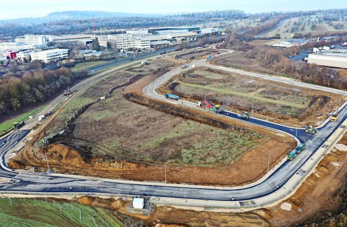 Nur einen Steinwurf von der B312 und der B27 entfernt wird   in Aichtal zurzeit das neue Gewerbegebiet Südliche Riedwiesen erschlossen. Foto: Stadtverwaltung/oh
