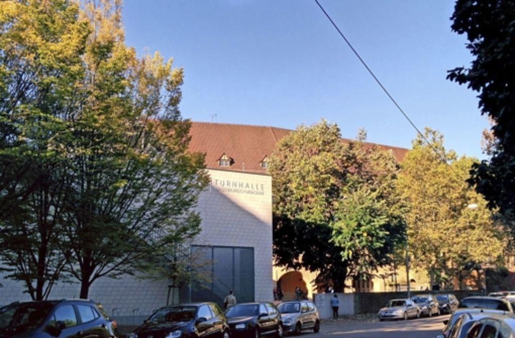 Heute ist das Schulgebäude von der Straße aus kaum noch zu sehen. Foto: Jürgen Brand