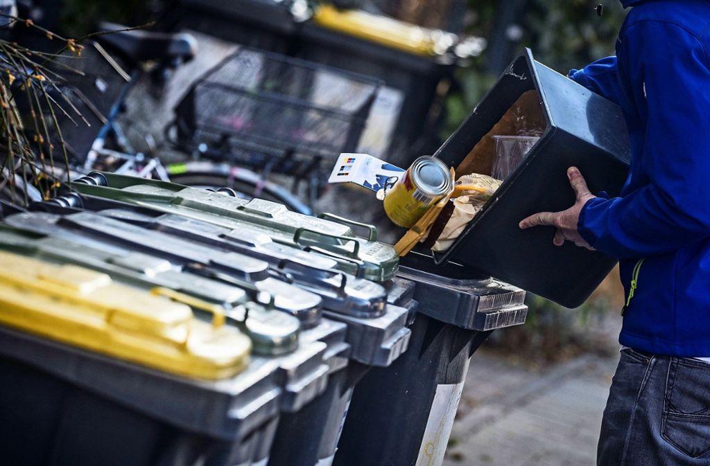 In Steinenbronn müssen die Bürger 2020 mehr für die Müllabfuhr zahlen. Foto: dpa/Frank Rumpenhorst