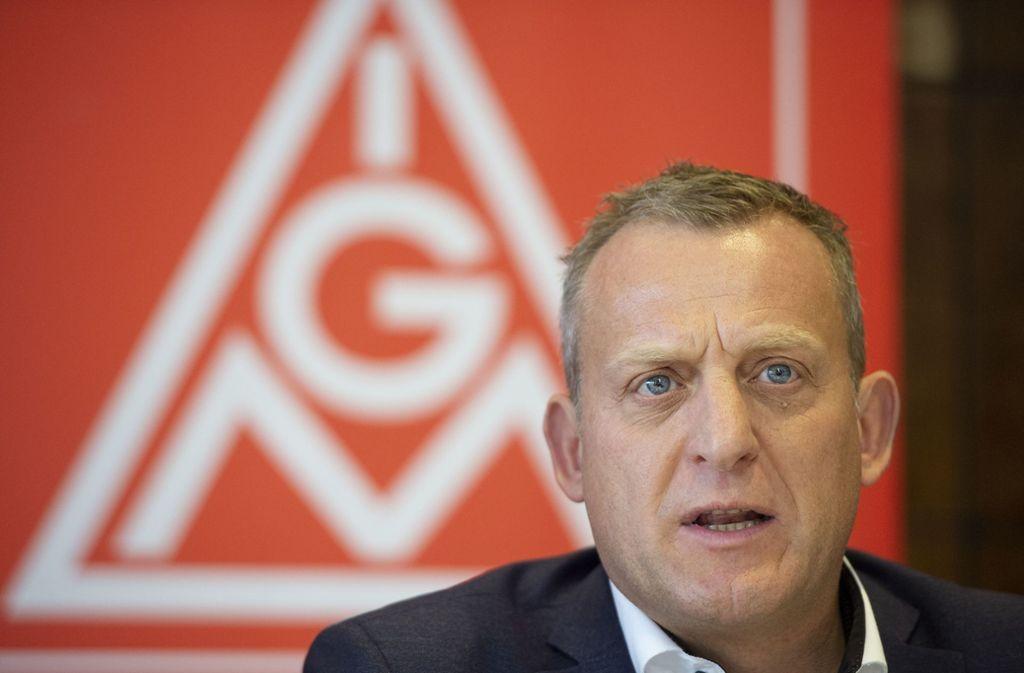 IG-Metall-Bezirksleiter Roman Zitzelsberger fordert auch den Ministerpräsidenten zum Handeln auf. Foto: Leif Piechowski/Leif Piechowski