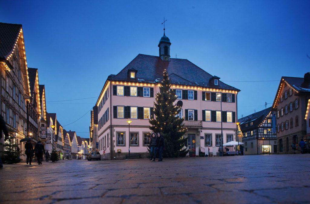 Im Rathaus Murrhardt hat Armin Mößner seit 2011 das Sagen, er will weitere acht Jahre Schultes bleiben. Foto: Stoppel