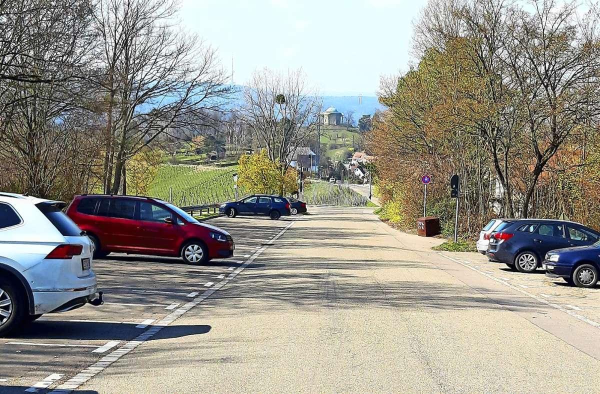 Seit Jahren ist im Gespräch, den Parkplatz an der Egelseer Heide gebührenpflichtig zu machen. So soll das  Verkehrsaufkommen  durch Ausflügler besser gesteuert   werden. Foto: Elke Hauptmann