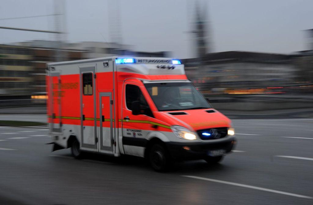 Es passiert ein Unfall und der Rettungsdienst kann nicht kommen, weil er überlastet ist – dieses Szenario befürchten die Kliniken im Kreis Ludwigsburg. (Symbolbild) Foto: dpa