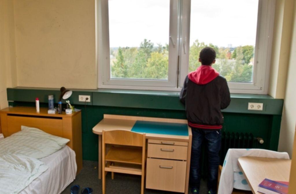 Es kommen immer mehr minderjährige Flüchtlinge nach Stuttgart. Die Notunterkünfte eignen sich nicht dauerhaft zum Wohnen. Foto: dpa