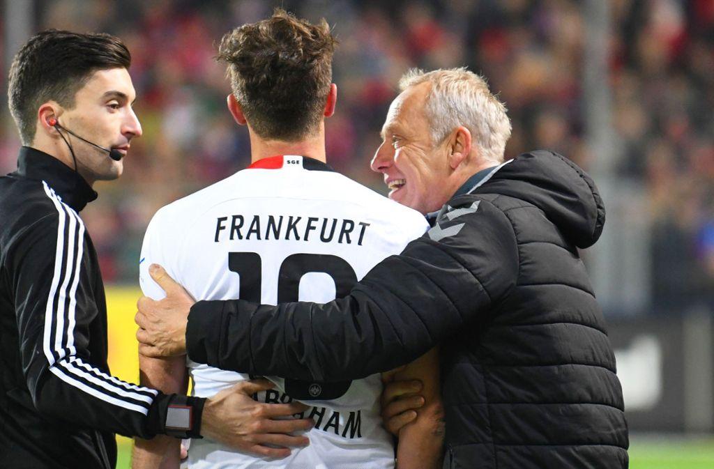 Christian Streich hat dem Kapitän der Eintracht verziehen. Foto: AFP/PATRICK SEEGER