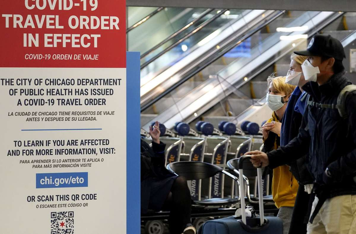 Wegen der Feiertage und mehr Reisen rechnen US-Experten mit einer weiteren Zunahme der Neuinfektionen in den USA. Foto: AP/Nam Y. Huh