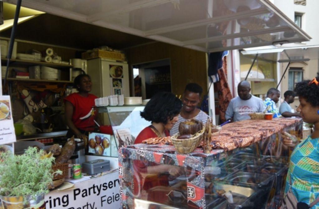 Auch kulinarisch ist das Afrika-Festival auf dem Erwin-Schoettle-Platz ein Erlebnis. Foto: Nina Ayerle