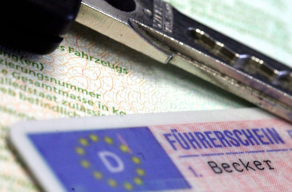 Ein 18-Jähriger war in Sindelfingen zum zweiten Mal ohne Führerschein unterwegs. Foto: dpa/Marius Becker