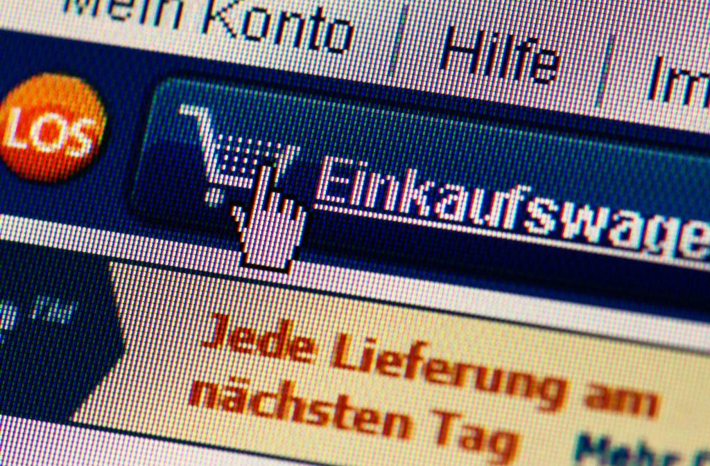 Beim Online-Shopping ist immer Vorsicht geboten. Die EU will zum Schutz der Verbraucher künftig neue Regeln für die Geldgeschäfte im Internet umsetzen. Foto: dpa