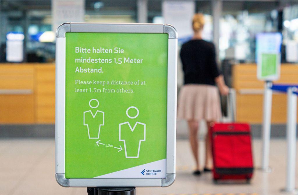 Auch am Flughafen Stuttgart gelten die gängigen Corona-Regeln wie Maskenpflicht und Mindestabstand. Foto: Flughafen Stuttgart