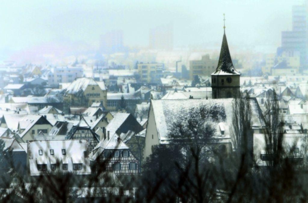 Eltingen mit der Michaelskirche liegt unter einer Puderzuckerdecke. Foto: factum/Bach