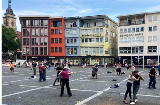 Tangotänzer protestieren auf dem   Marktplatz