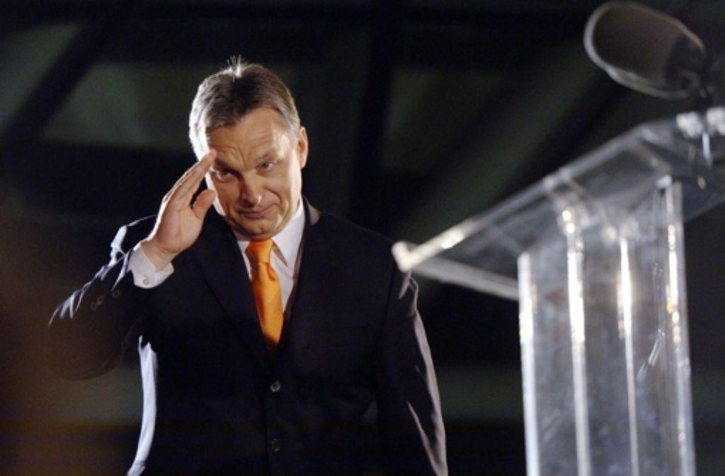 Viktor Orbán lässt sich von seinen Anhängern in Budapest als Sieger feiern. Foto: dpa
