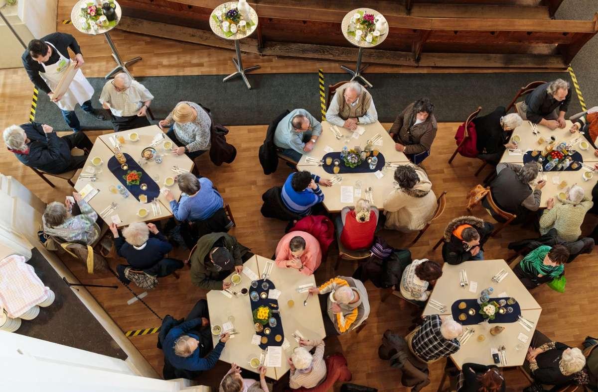 Zusammensitzen und gemeinsam essen: das geht in diesem Jahr nicht. Foto: by Helmut Pangerl/Foto: Helmut Pangerl