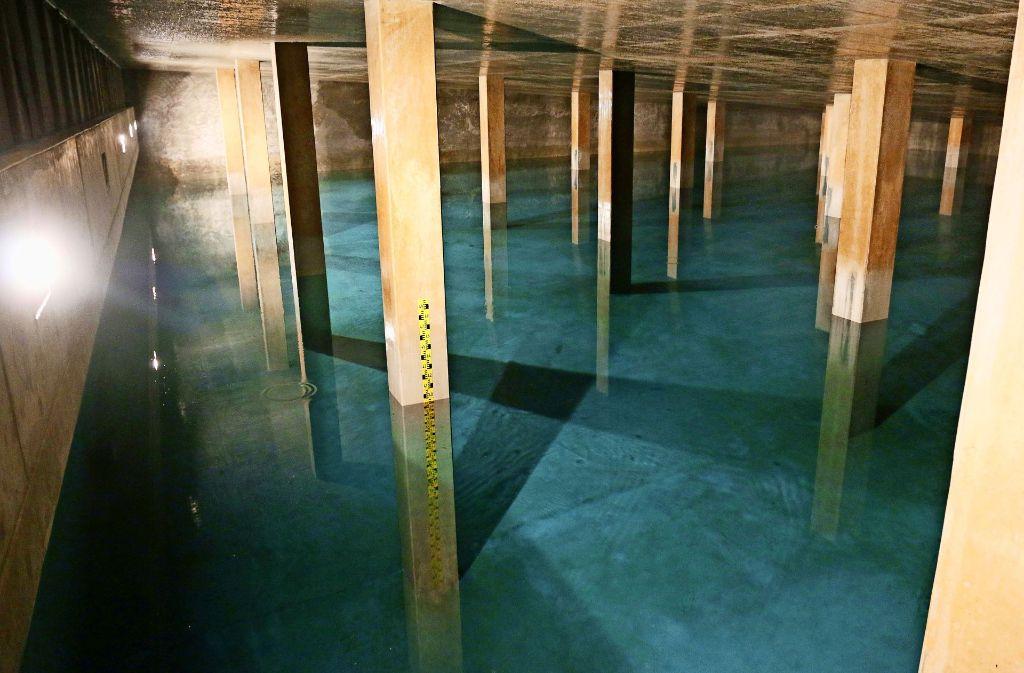In drei von vier Kammern schippert wie gewohnt das Trinkwasser hin und her. Foto: Andreas Gorr