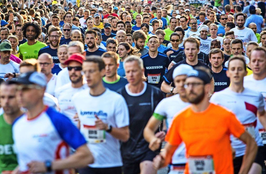 6000 Läufer sind beim Firmenlauf auf der Waldau angetreten. Foto: Lichtgut/Christoph Schmidt