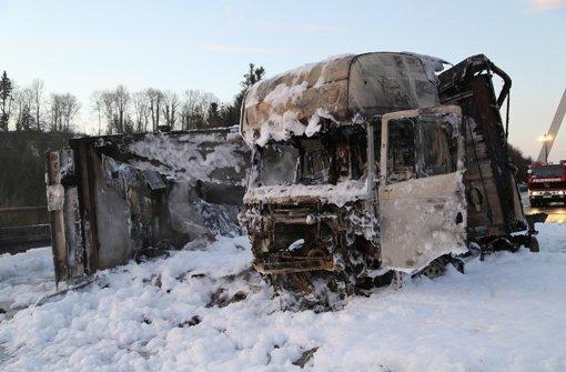 Autofahrer rast auf A96 in Stauende und stirbt