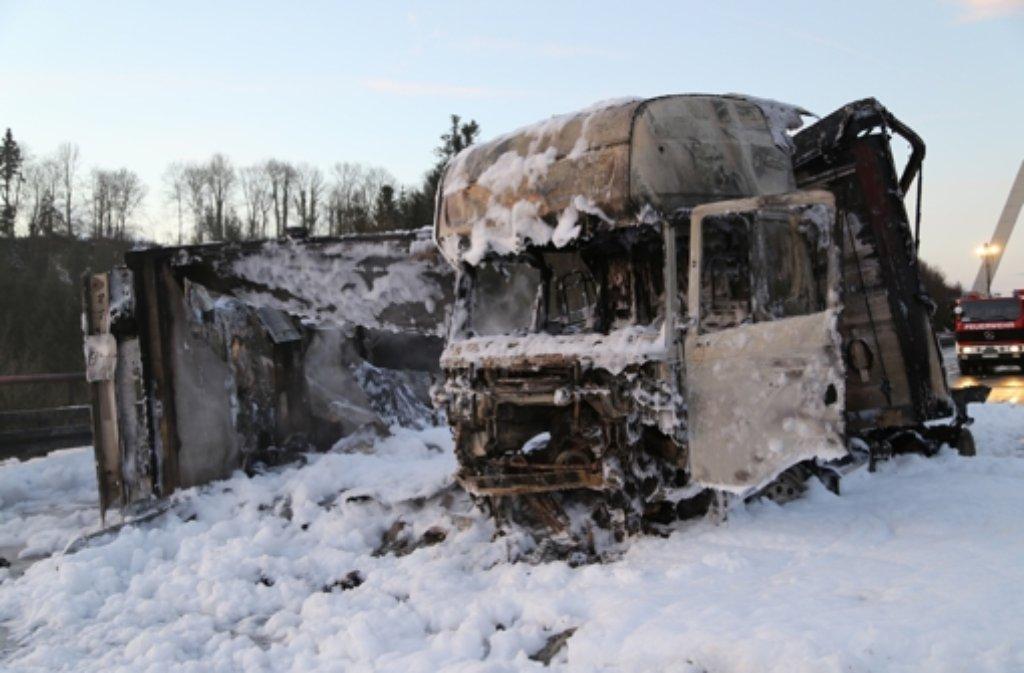 Die A96 musste am Dienstag nach einem Unfall bei Wangen im Allgäu voll gesperrt werden. Foto: dpa
