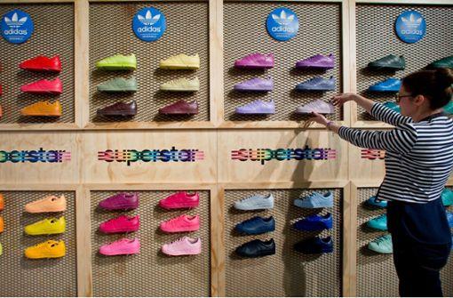 Adidas fertigt  Schuhe aus  Plastikmüll