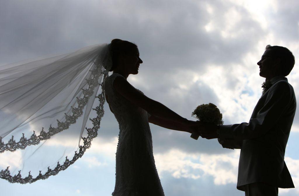 Hochzeitsfeier in Zeiten von Corona? So, wie viele Brautpaare das geplant haben, wird das im Sommer 2020 nicht stattfinden können. Foto: dpa/Patrick Pleul