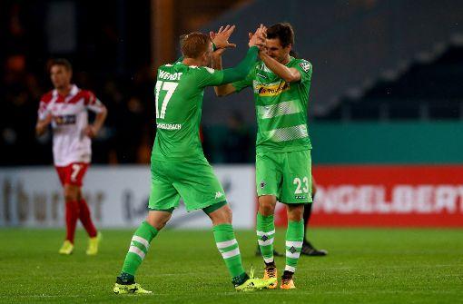 Gladbach mit Mühe weiter - Kiel gewinnt Zweitliga-Duell im DFB-Pokal