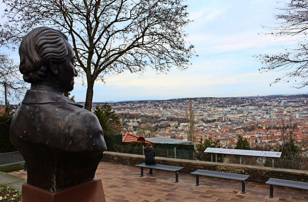 Vom Santiago-de-Chile-Platz hat man einen der schönsten Ausblicke auf die Stuttgarter Innenstadt. Foto: Tilman Baur