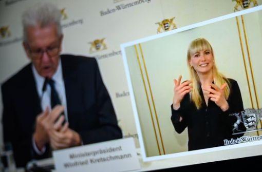 Sie übersetzt die Corona-Pressekonferenzen für Gehörlose