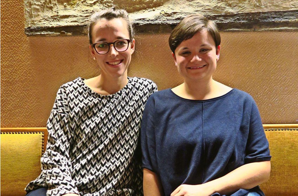 Caroline Bechtold (links) und Julia Bestle sind der Vorstand des Vereins Abenteuerland. Die Mitglieder wollten 2017 in Steinenbronn eine Kita gründen. Foto: Malte Klein