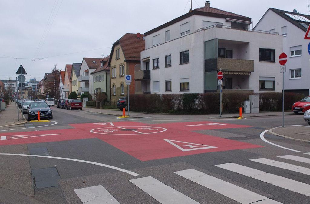 Das Fellbacher Radkonzept wurde mit Kreuzungen, Querungen und knallig leuchtenden Aufstrichen versehen. Foto: Presseamt Fellbach