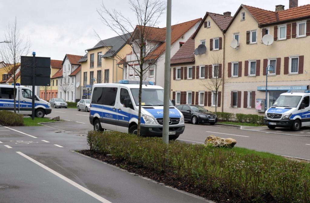 Auch bei der Beerdigung des getöteten 29-Jährigen zeigte die Polizei massive Präsenz. (Archivfoto) Foto: dpa