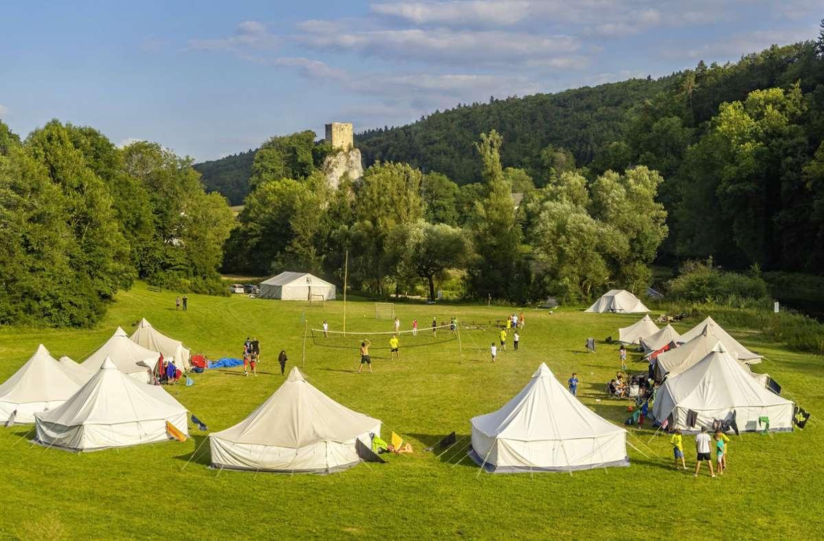 Ein Zeltlager im Oberen Donautal bei Beuron. (Archivbild) Foto: imago images / Arnulf Hettrich/Arnulf Hettrich