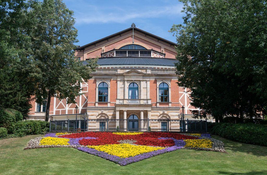 Endlich sind nicht nur die Blumen vorm Haus schön: das Festspielhaus in Bayreuth Foto: dpa