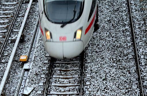 ICE stößt mit Hirsch zusammen – Strecke gesperrt