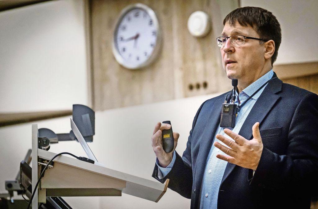 Stephan Bischoff erläutert die  Hintergründe allergischer Reaktionen. Foto: Lichtgut/Achim Zweygarth
