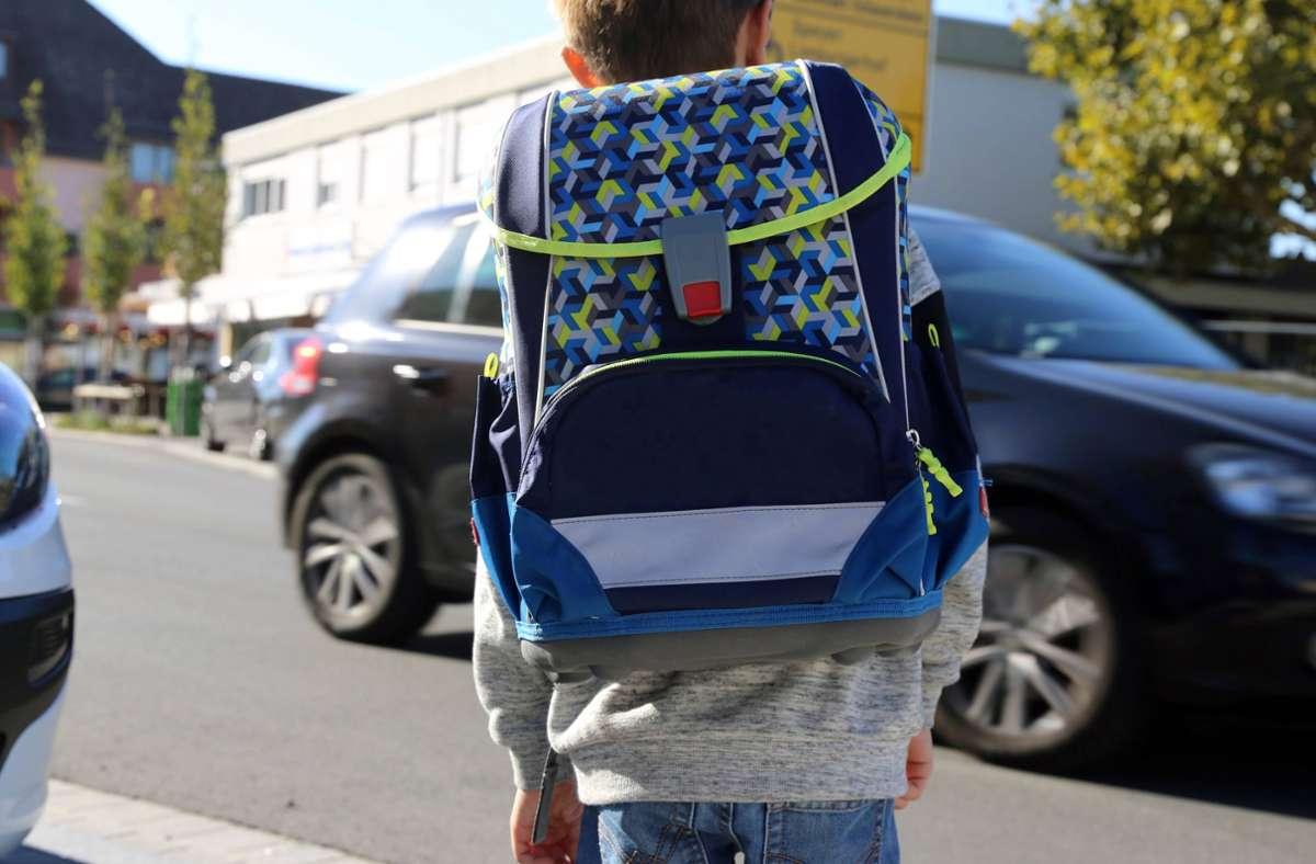 Ein Kind auf dem Weg zu Schule (Symbolbild). Foto: imago images/U. J. Alexander/ via www.imago-images.de