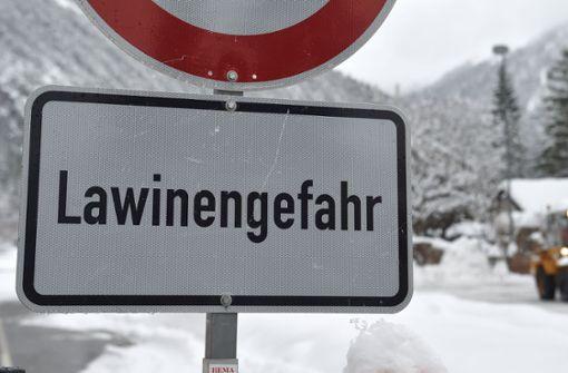 Deutsche Schüler werden von Lawine erfasst und überleben